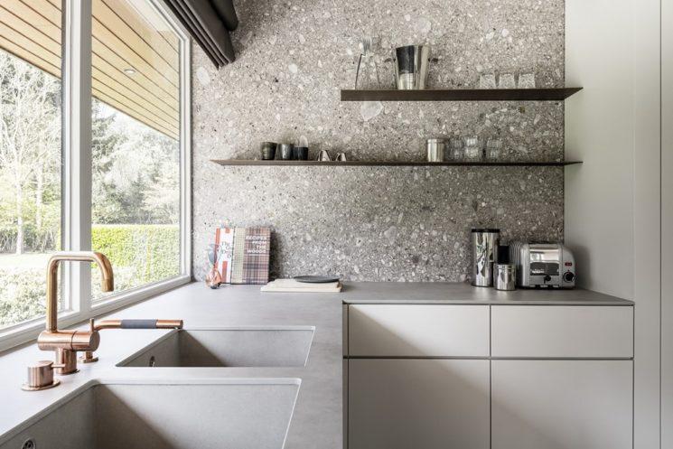 terrazzo chic et sobre dans la cuisine. Black Bedroom Furniture Sets. Home Design Ideas