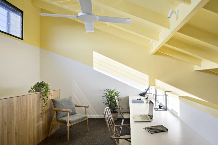 Le retour du jaune paille || Design Mihaly Slocombe, Joyful house