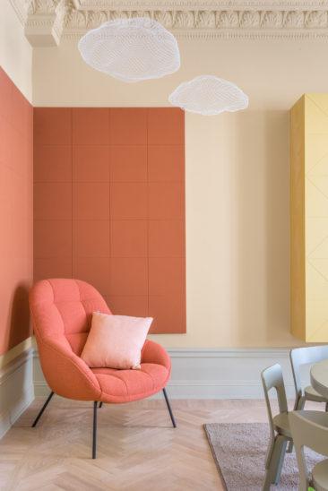 Le retour du jaune paille en déco || ProjetHidden tints - Appartement privé, studio Note Design