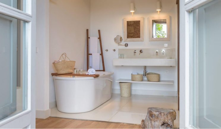 une salle de bain de style bord de mer htel san jaumell majorque
