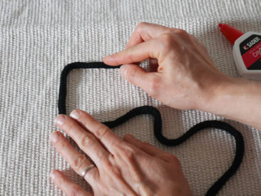 [ DIY ] Un tapis décoré de tricotin