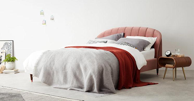 Lit double en velours rose poudré, Margot - 749 € sur Made.com