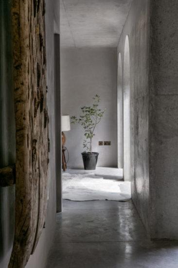 Tonalités wabi sabi et matières brutes || Tiverton Road Londres NW10 par Takero Shimazaki Architects