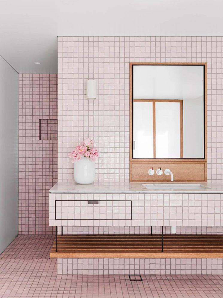 Salle de bain rose terracotta || Beach House by SJB