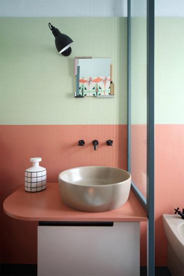 Salle de bain rose terracotta || Refurbishment of an apartment - Marcante-Testa | UdA Architetti