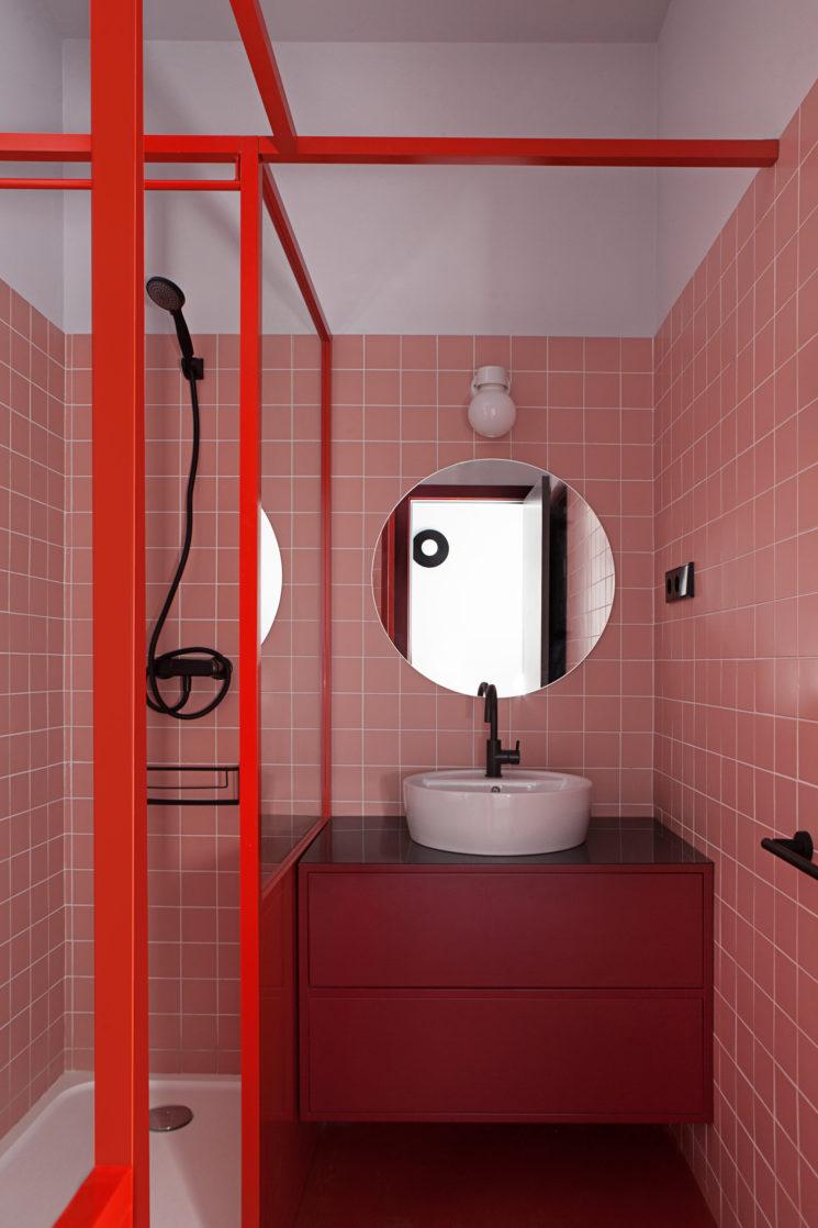et pourquoi pas une salle de bain rose terracotta. Black Bedroom Furniture Sets. Home Design Ideas