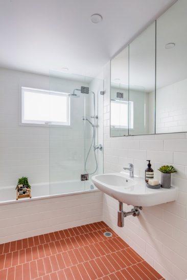 Salle de bain rose terracotta || Projet Balmain Semi - CO AP studio