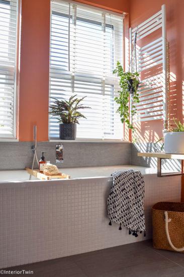 Salle de bain rose terracotta || interiortwin.com