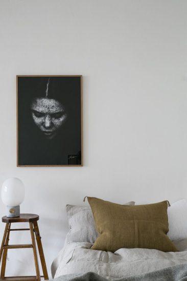 L'art de mettre en scène ses photographies dans sa déco || Une photo en solo pour une version minimaliste