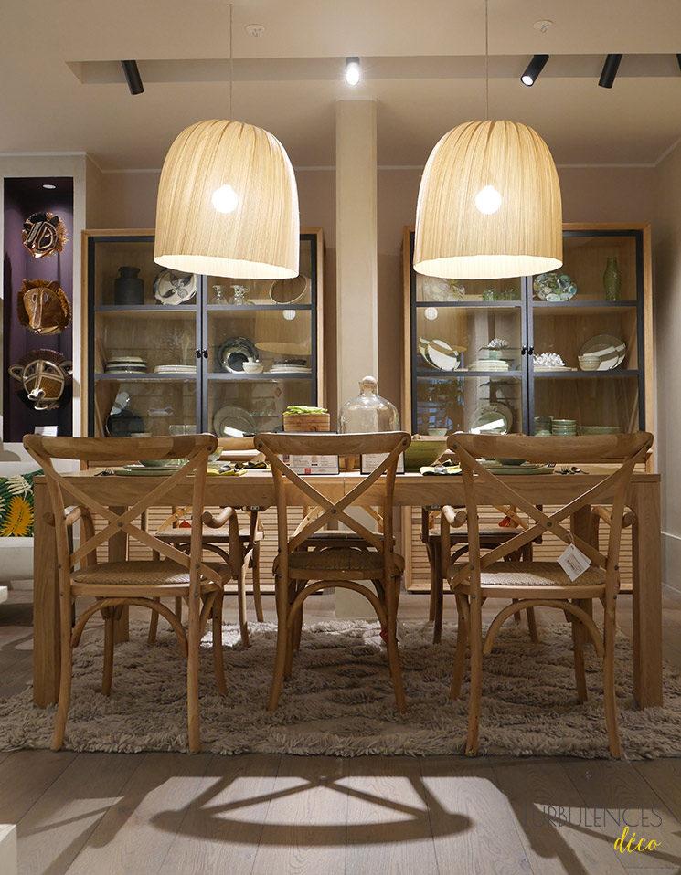La nouvelle boutique Ampm de Lyon à l'Hôtel-Dieu || Table à rallonges Théadora + Chaise Humphrey + Suspension Slikani