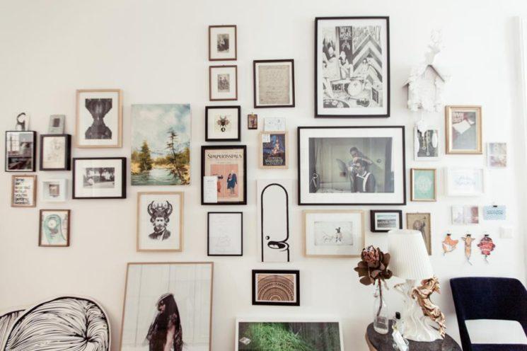 L'art de mettre en scène ses photographies dans sa déco || Mélanger photos et objets