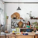 Des étagères murales de style industriel pour sa cuisine