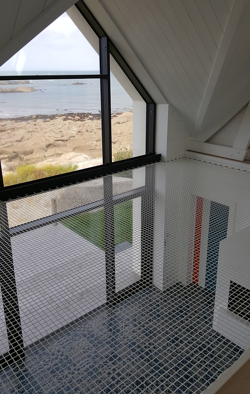 Corderie Gautier, des réalisations en corde pour la maison sur-mesure // Création d'un grand hamac face à une baie vitrée