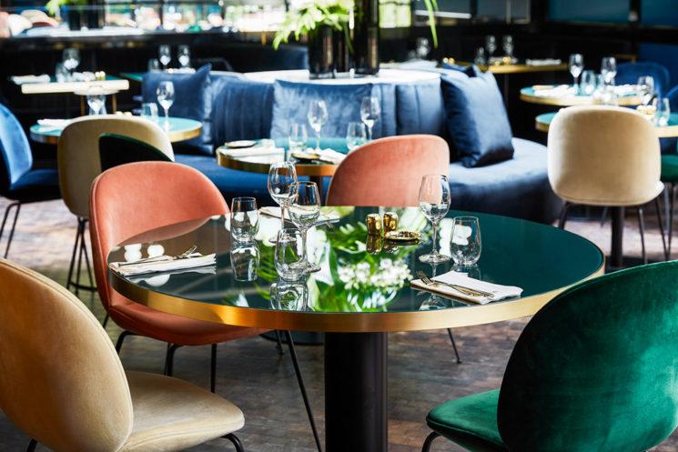 Choisir des chaises de salle à manger confortables || Hôtel Leroch à Paris - Design Sarah Lavoine