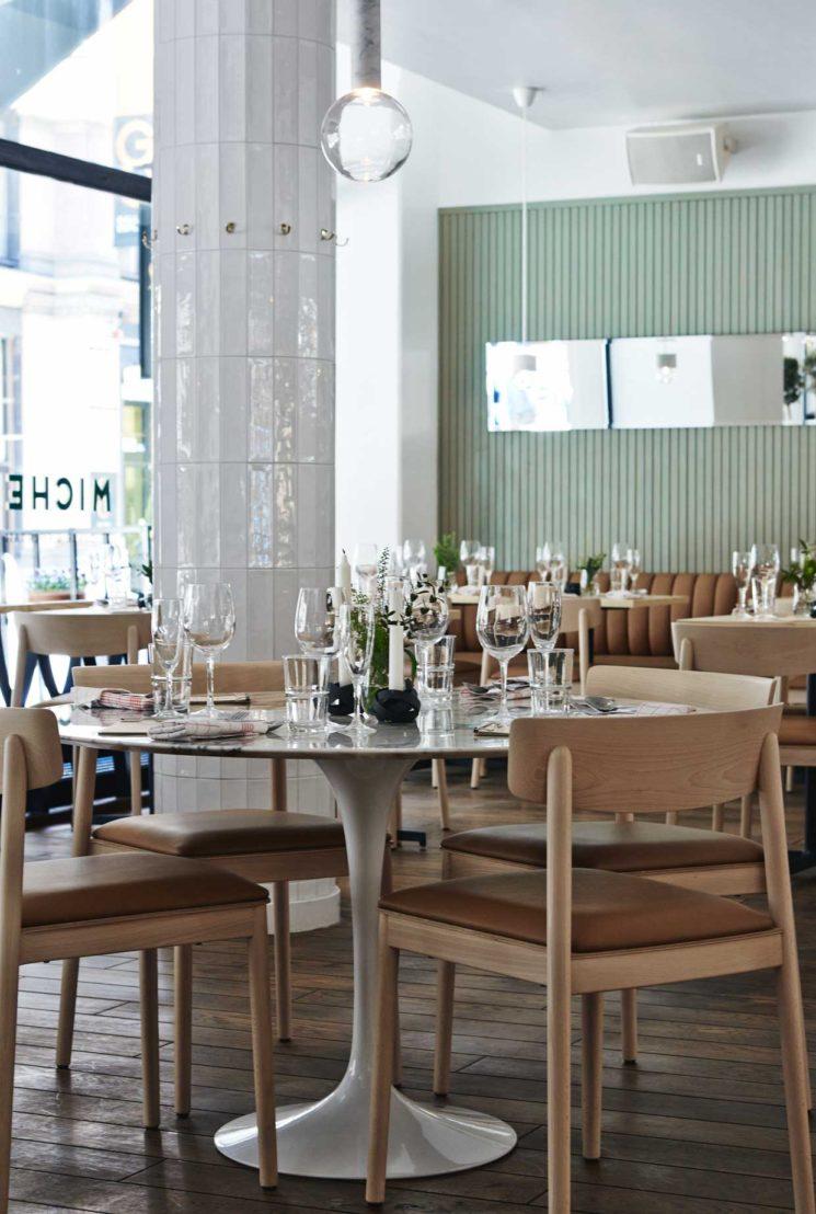 Choisir des chaises de salle à manger confortables || Restaurant Michel à Helsinki, design Joanna Laajisto