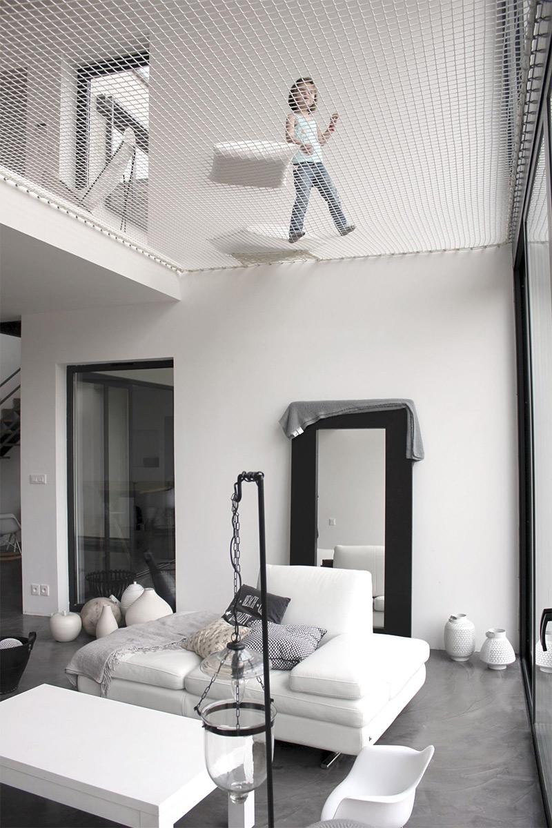 Architecte : PYZ Architecture - Projet de maison à Chessy // Filet d'habitation au dessus d'un séjour