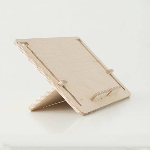 Support en bois pour tablettes ou liseuses - Boutique Etsy Debosc