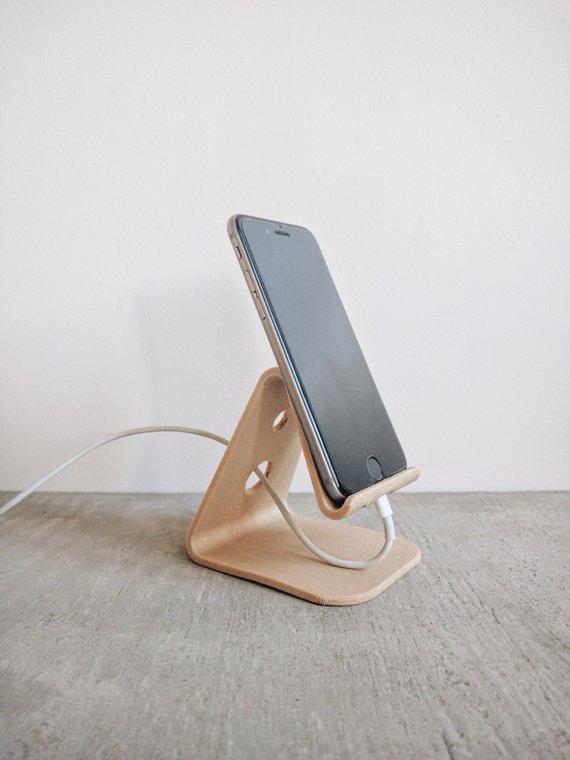 Stand en bois design iPhone - Boutique Etsy Minimum Design