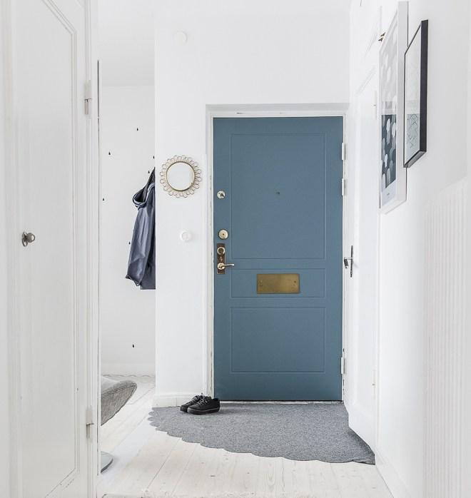 6 astuces pour rendre sa porte d'entrée design et glamour // La marquer d'une couleur || dosfamily.com