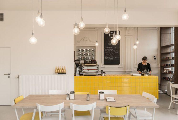 [ Idée déco ] Un îlot central de cuisine en carrelage // Lathee àGeraardsbergen en Belgique par Line architecten