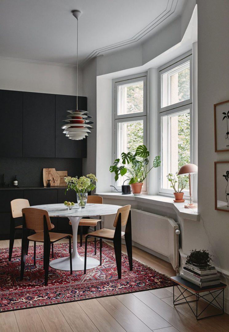 [ Idée déco ] Un tapis persan dans la cuisine // Design intérieur : Joanna Laajisto - Résidence privée à Lathi