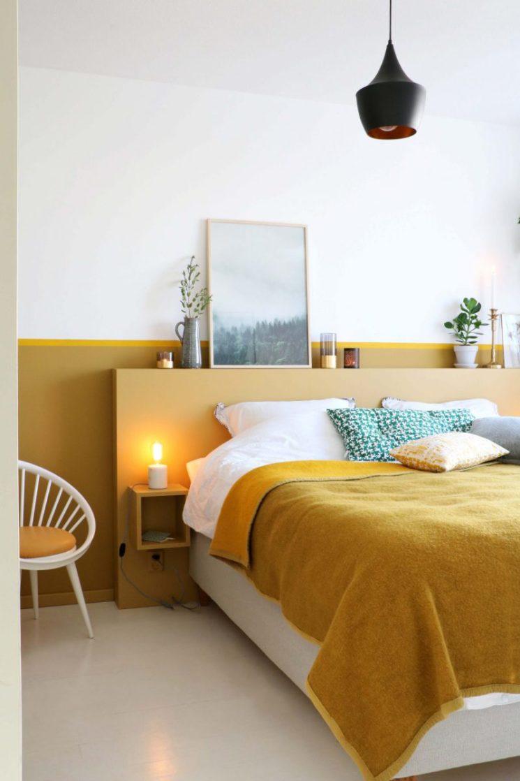 Comment mettre de la couleur dans sa déco ? \\ Une tête de lit jaune moutarde par inspiratie.karwei.nl