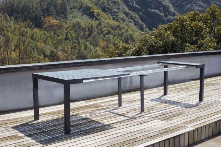Console extensible en aluminium avec chaises Olhao sur concept-usine.com