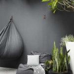 Un mur de jardin noir