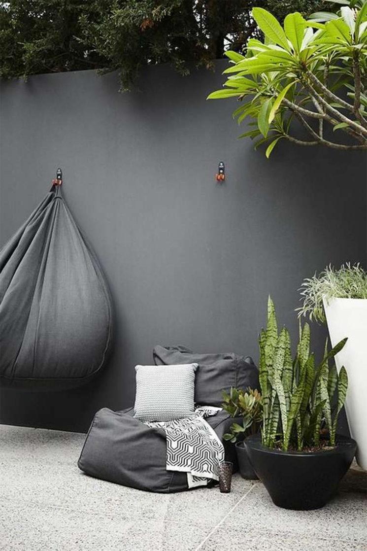 Peindre Mur Pierre Exterieur un mur de jardin noir - turbulences déco