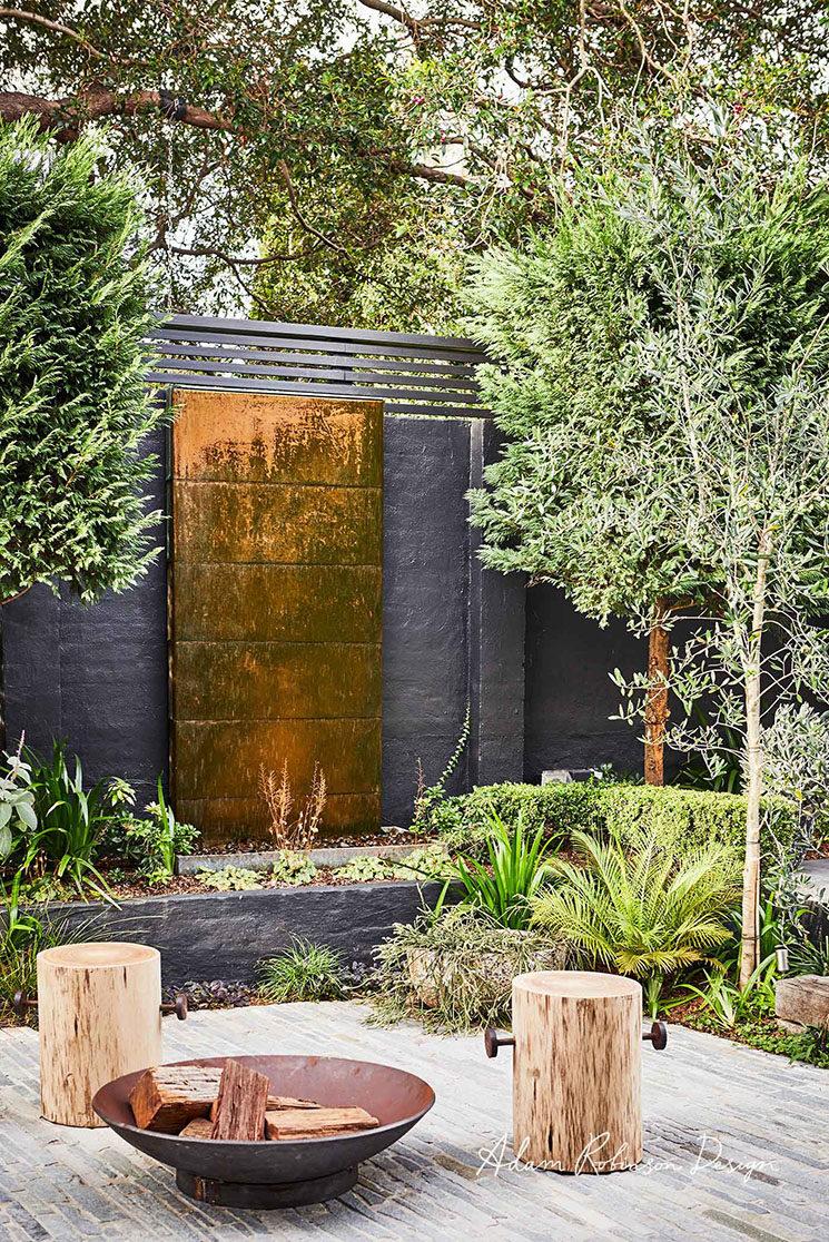 Et Pourquoi Pas Un Mur De Jardin Noir // Réalisation Adam Robinson    Landscape Design
