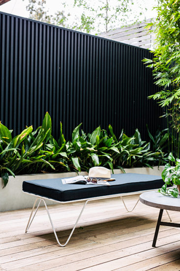 Un Mur De Jardin Noir Turbulences Deco