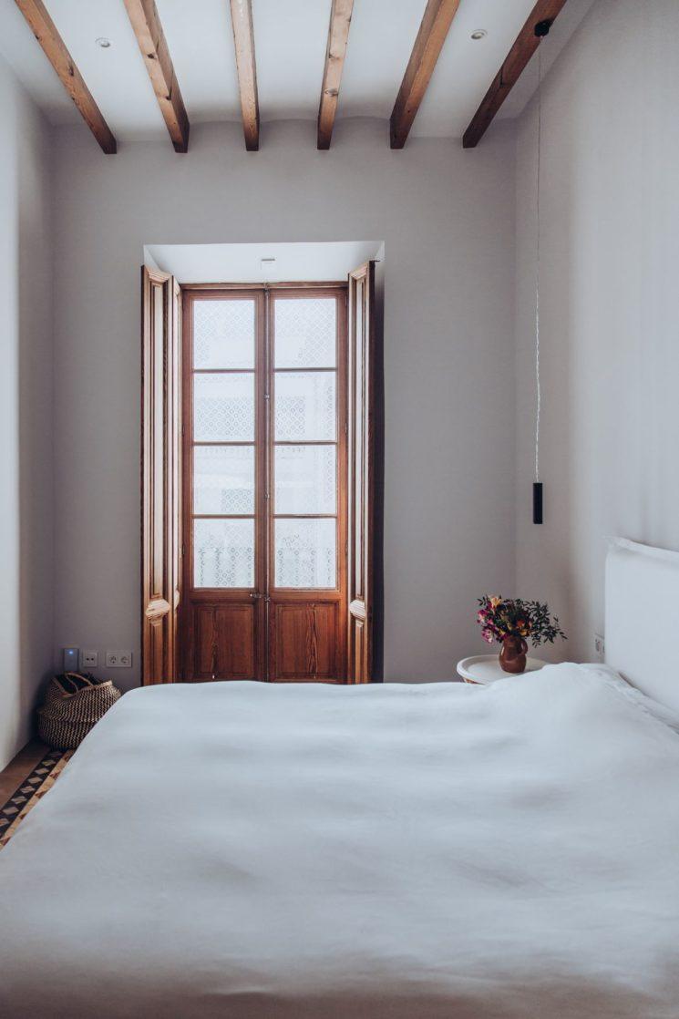 Esprit monacale pour cette chambre