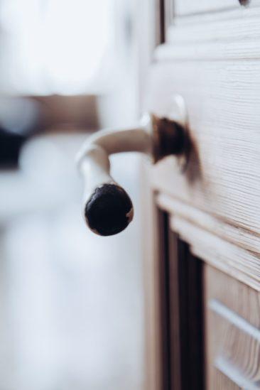 Patine du temps sur cette poignée de porte