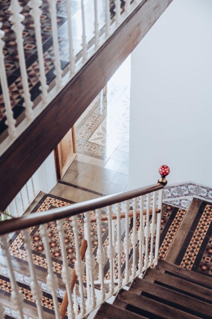 Magistral escalier en carreaux de ciment d'époque