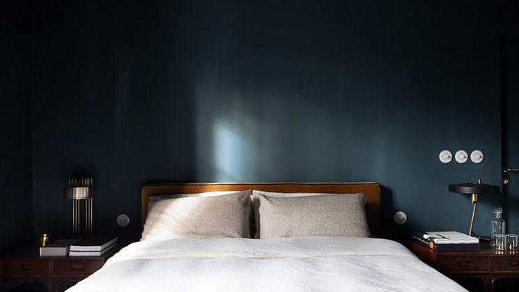 Chambre en dégradé de bleu pour le Sister hotel