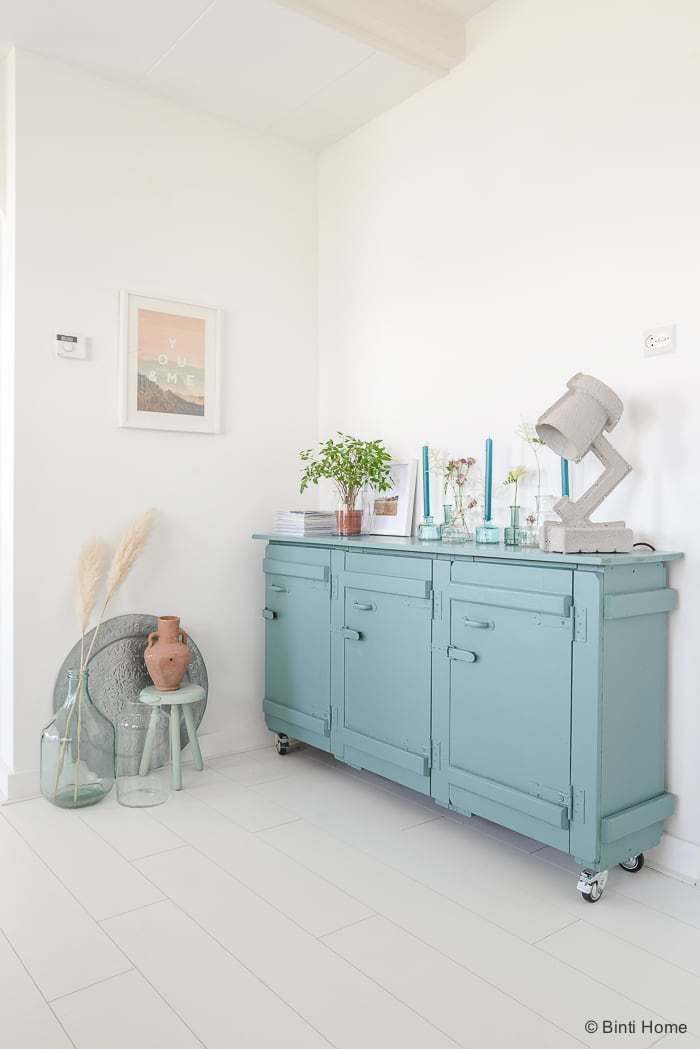 Peindre un meuble en bleu ciel / Binti House