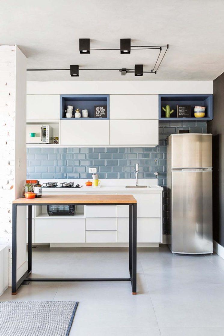 Une crédence bleu clair // Design interior : Casa 2 Arquitetos - Projet Noema