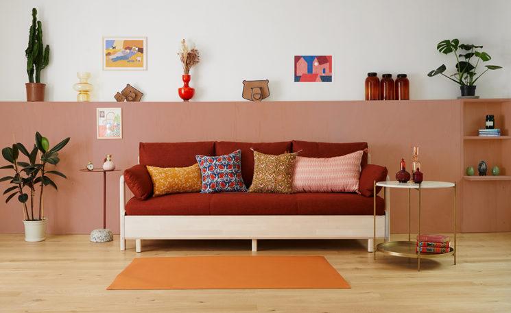 Canapé-lit Tediber ferme de jour comme de nuit, en pin au petit look scandi !
