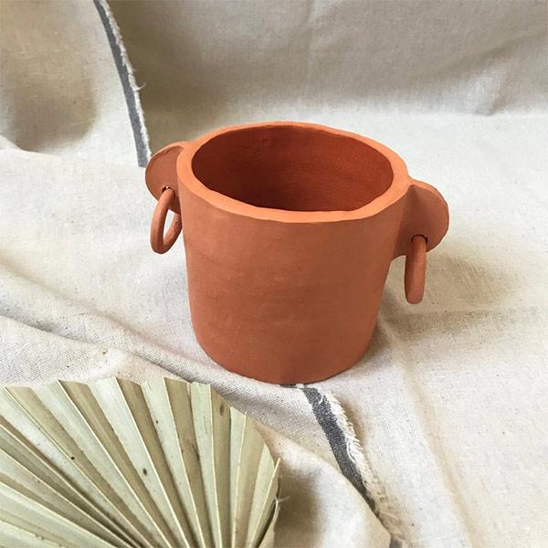 Pot moyen Tribü oreilles percées sur la boutique Etsy - Cassandre Ceramics