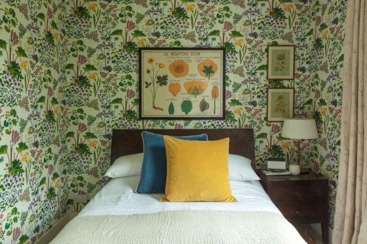 Osez un papier-peint fleuri ! // Design Interieur : Ellie Horwell - Projet : Roche house