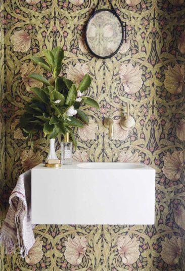 Osez un papier-peint à fleurs ! // Design intérieur : Office of Architecture + Papier-peint William Morris