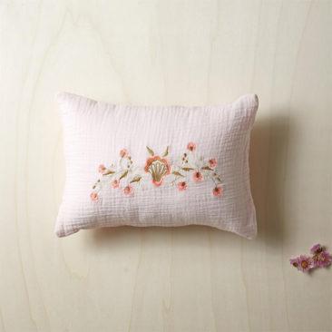 Cyrillus - Coussin en gaze de coton brodé fleurs, 14,90 €