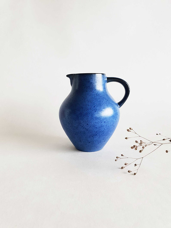 Vase ou pichet de Bückeburg vintage, à chiner sur la boutique Etsy Call of the Past, 16 €