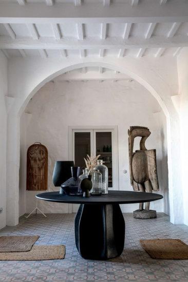 Le style méditerranéen à tendance French Riviera // Es Bec d'Aguila à Minorque, une ancienne finca rénové par l'Atelier du Pont