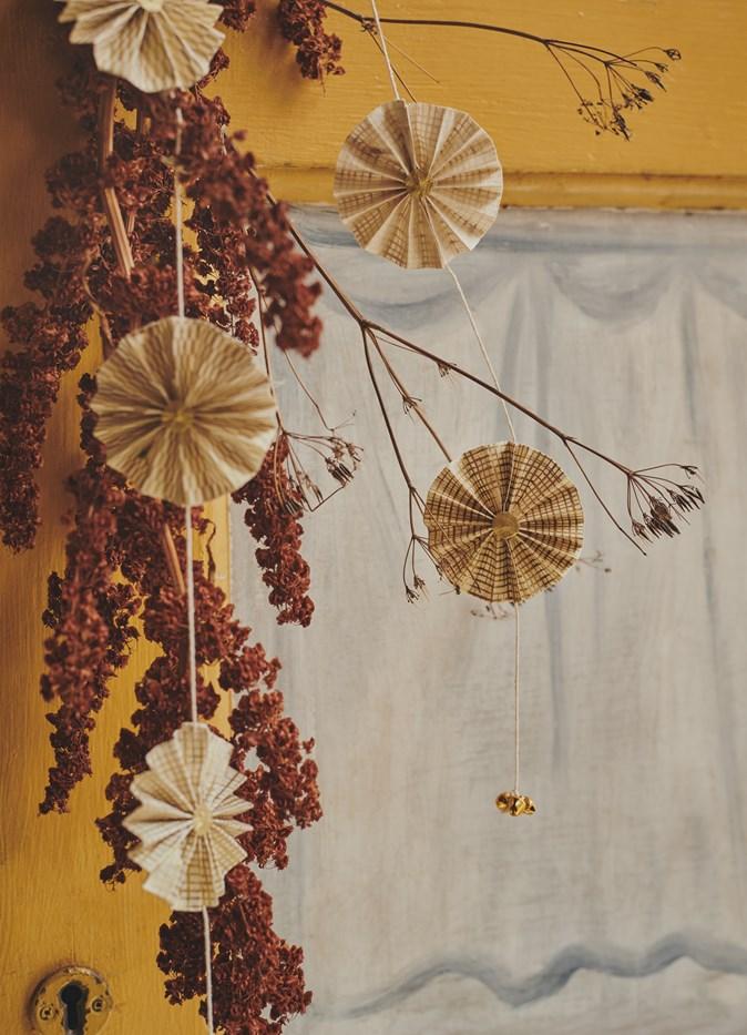 Amarante et décoration en papier pour le décor de Noël du catalogue AW 2019 TOAST