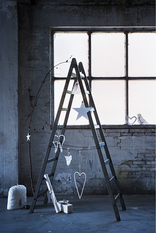 Un sapin de Noël réalisé avec une échelle de chantier - Catalogue Walther&co