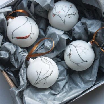 Décoration de Noël en porcelaine de Robin - Boutique Etsy Karo Art