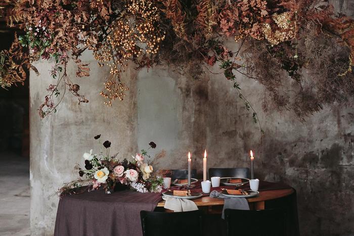 Ciel floral de branches et feuillages séchée