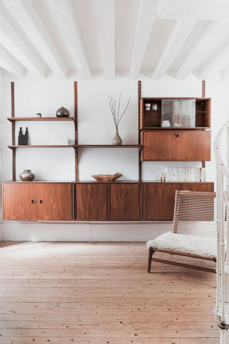 """La Lune Decoration - Système mural modulable """"HG furniture"""" conçu au Danemark dans les années 70."""