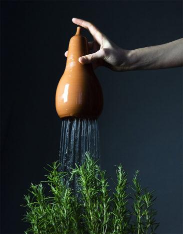Arrosoir en terre cuite, Chantepleure, design : Godefroy de Virieu - Bacsac